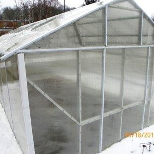 Крыша чистая, снег сползает сам.