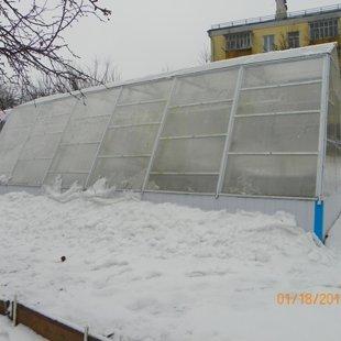 Панельки ПВХ почти скрылись под снегом.