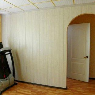 Арка, стена панели МДФ, проход в кабинет и на кухню