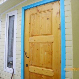 Дверь. Выход из прихожей во внутренний двор.